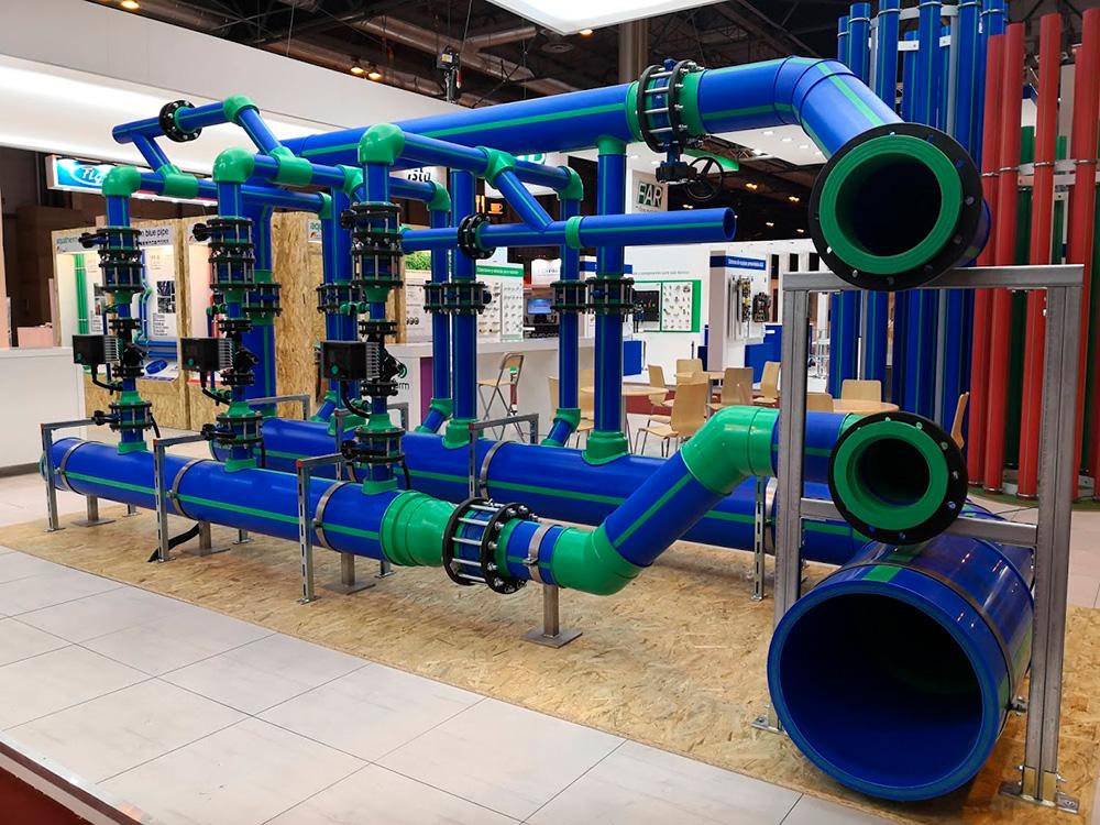 Sistema de tuberías de polipropileno Aquatherm Blue Pipe en el stand de aquatherm ibérica en la feria de la climatización y refrigeración 2019. El sistema incluye todos los componentes para una instalación completa de climatización, calefacción o sistemas cerrados.